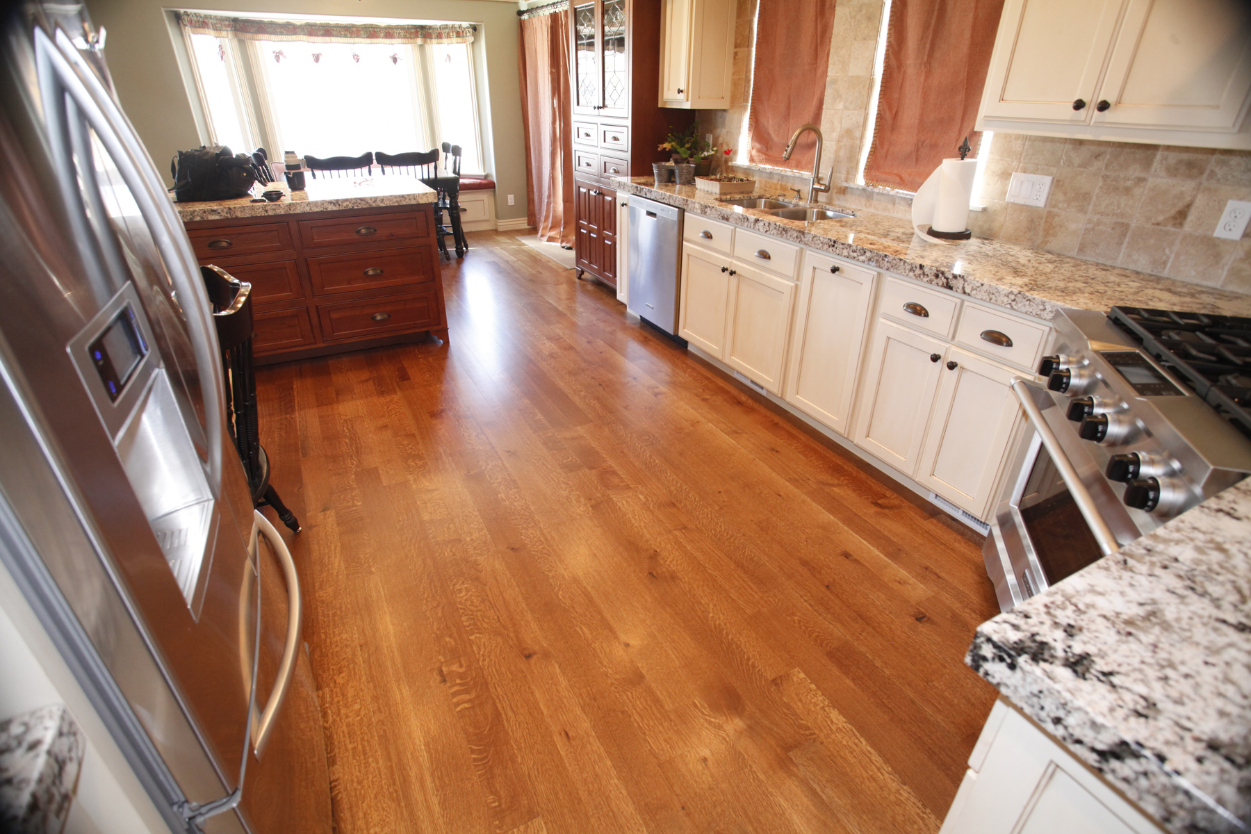 Oil vs water based polyurethane: Which is better for Hardwood floors in kitchen pictures